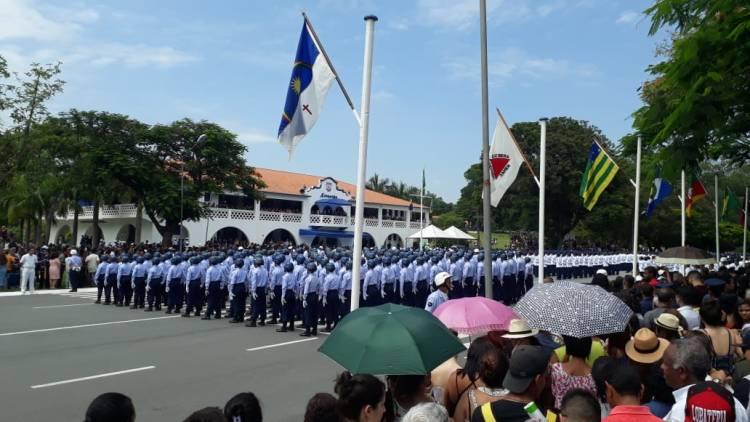 Alunos do EEAR em formação em cerimônia com participação do presidente eleito